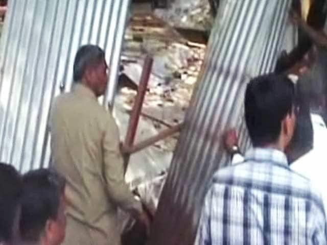 Video : जेल में बंद आसाराम के आश्रम पर चला हथौड़ा