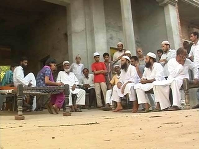 Video : Muzaffarnagar riots: men police can't find are easily located