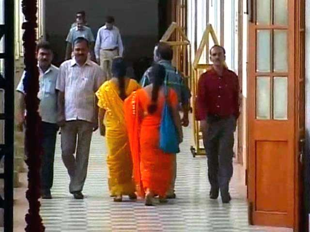 Video : Karnataka government to enforce dress code for its employees