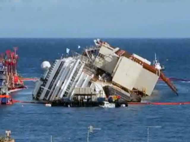 Videos : इटली : पलटे जहाज को सीधा करने में इंजीनियर कामयाब