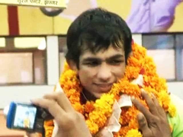 Video : विश्व कुश्ती चैंपियनशिप के पदक विजेताओं का भव्य स्वागत