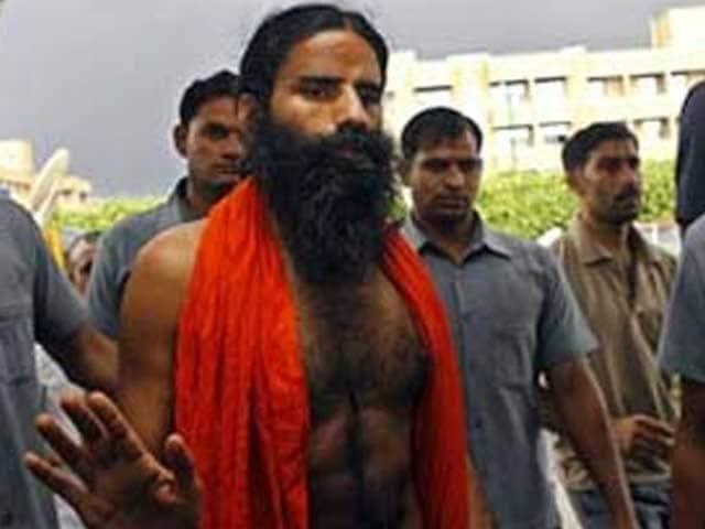 Video : रामदेव को हीथ्रो एयरपोर्ट पर छह घंटे तक रोका गया