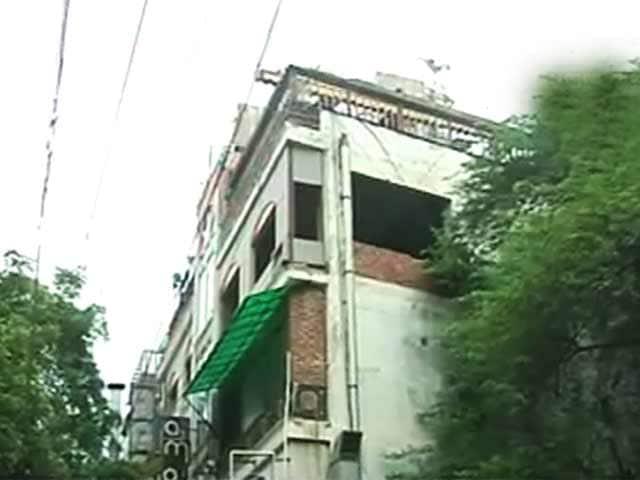 Video : दिल्ली के हौज खास में 42 रेस्तराओं पर गिरी गाज