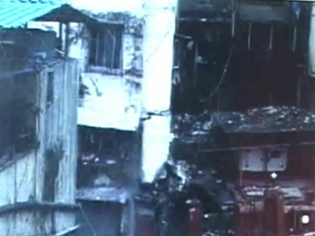 Video : Caught on camera: Four-storey building collapses in Thane