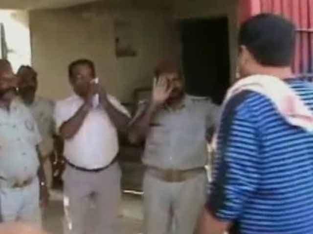 Video : Jailor greets BJP legislators arrested for Muzaffarnagar violence