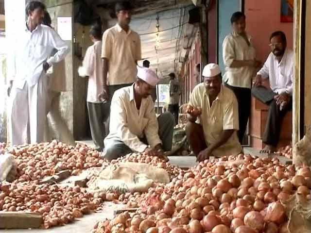 Video : Wholesale onion prices crash: retail rates to follow?