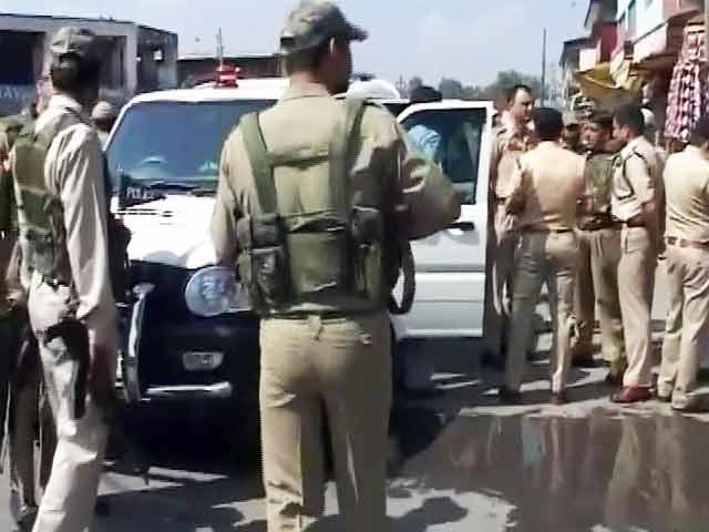Videos : श्रीनगर : आतंकियों ने दो जवानों पर की फायरिंग, एक शहीद