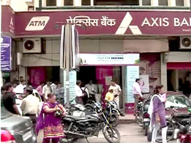 Videos : दिल्ली में कैश-वैन से लाखों रुपये लेकर भागा ड्राइवर