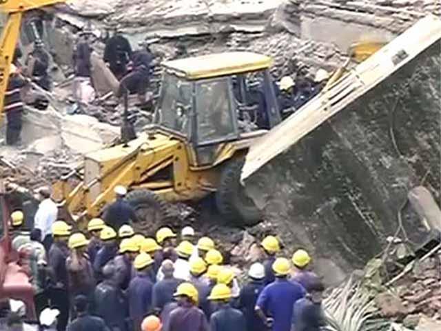 Videos : मुंबई में फिर ढही इमारत, कई के फंसे होने की आशंका