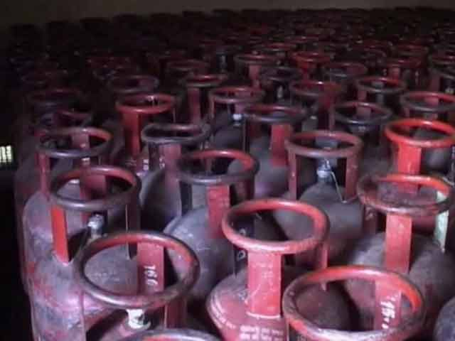 Video : LPG cylinders to be available at petrol pumps