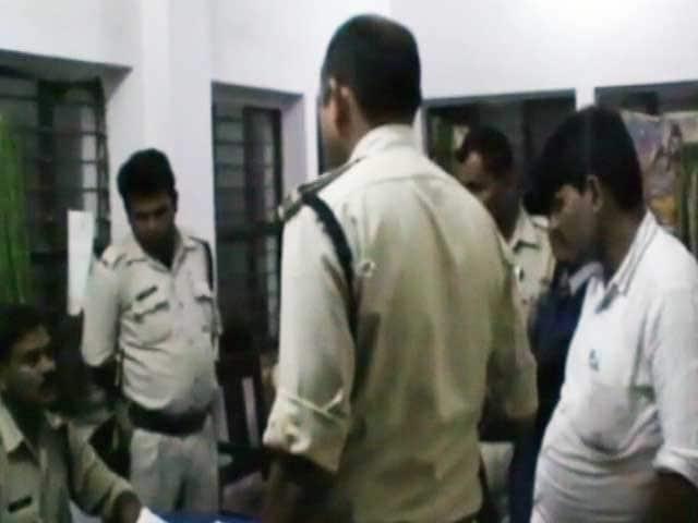Videos : एमपी : जुवेनाइल होम से भागे 35 कैदी, नौ पकड़े गए
