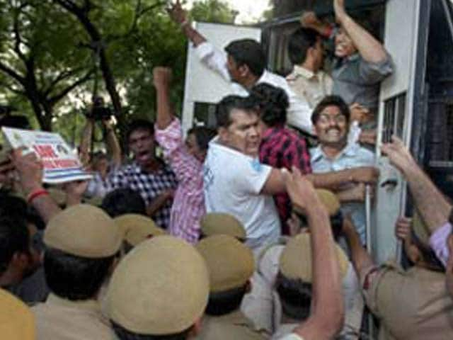 Video : Telangana state cleared, Hyderabad shared capital; Seemandhra protests