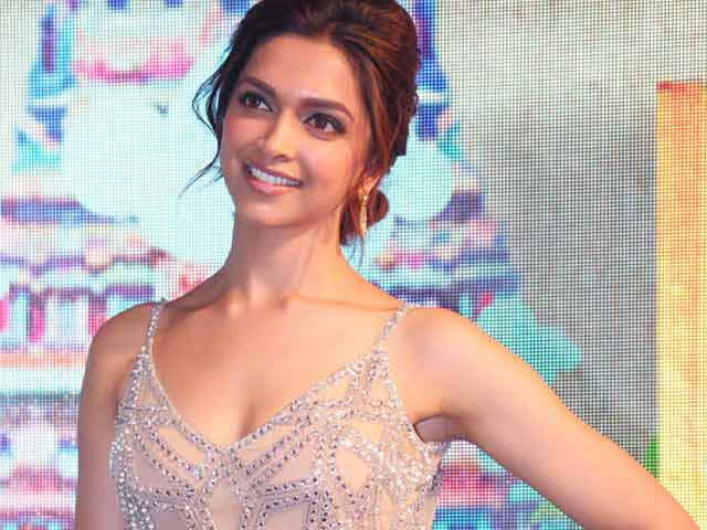 Video : Deepika turns fashion designer
