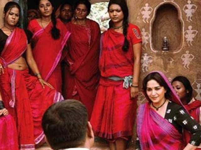 Video : Madhuri Dixit wants <i>Gulab Gang</i> to release early