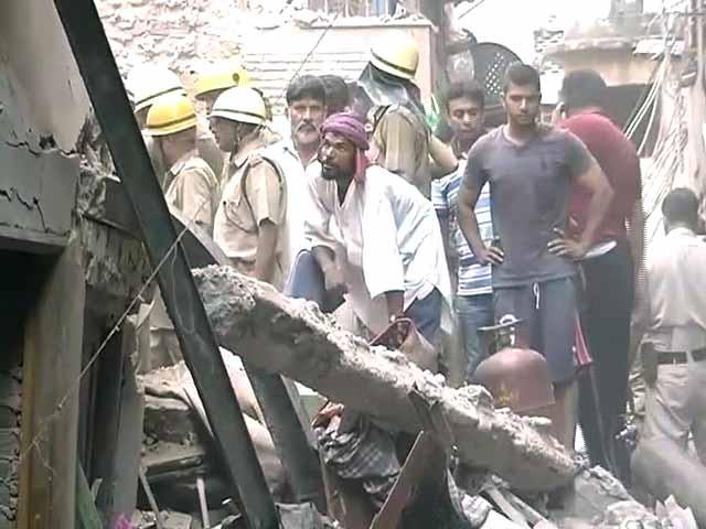 Videos : दिल्ली में 150 साल पुरानी इमारत गिरी