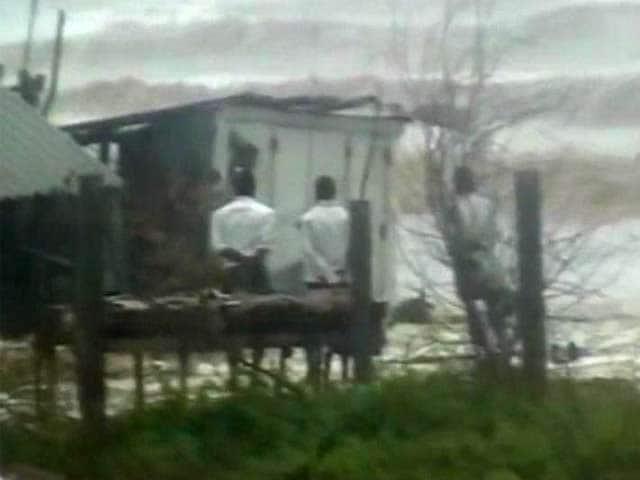 Video : Cyclone Phailin 'very severe', heavy rain in parts of Odisha, Andhra Pradesh