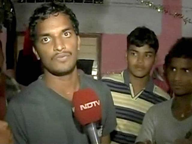 Video : Cyclone Phailin: Andhra Pradesh relief camp suffers power cuts