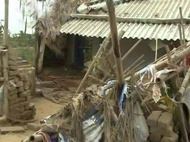 Video : Cyclone Phailin: Houses in Gopalpur suffer extensive damage