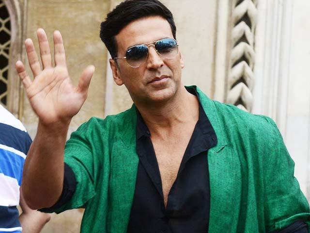 Akshay Kumar Bosses around Mumbai cinema hall