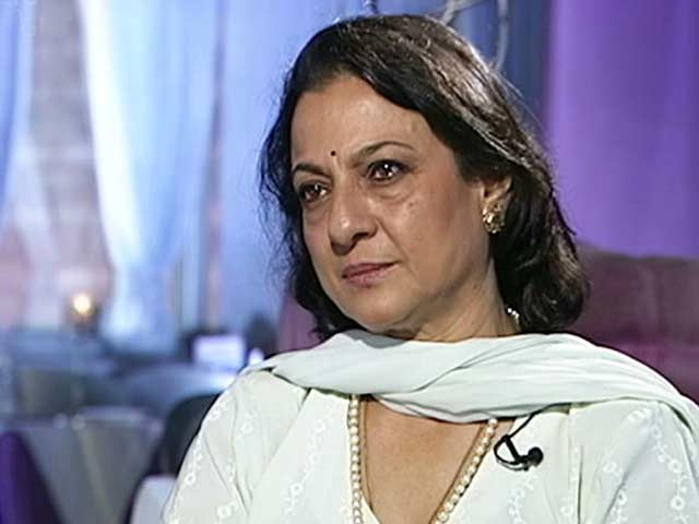 Video : Tanuja on her family film festival (Aired August 2003)
