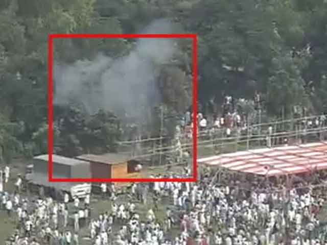 Video : Caught on camera: Bombs explode at Modi's rally venue in Patna