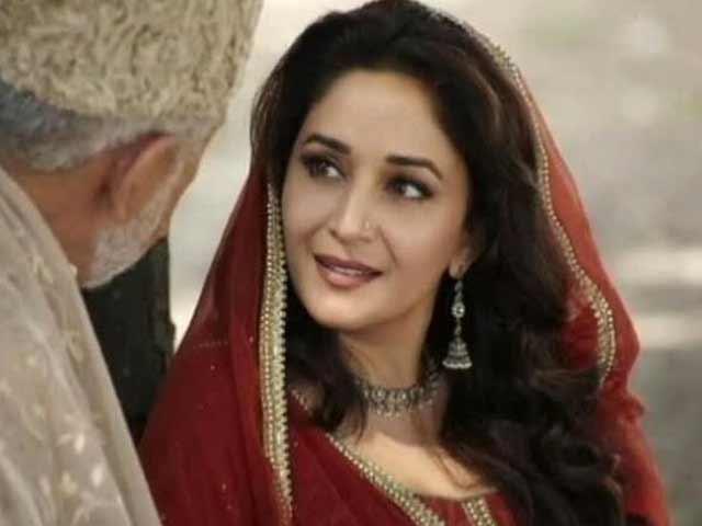 Video : First look: Madhuri Dixit as Begum Para in <i>Dedh Ishqiya</i>