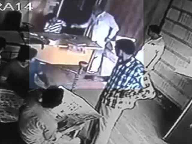 Video : Haryana leader assaults toll plaza manager in Gurgaon