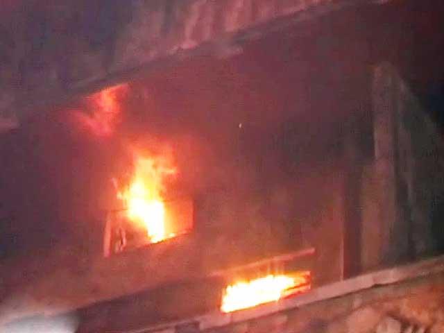 Video : दिल्ली : आतिशबाजी से गोदाम में लगी आग