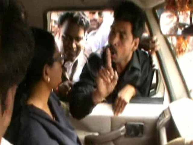 Video : Congress MP 'mobbed' by party men in Madhya Pradesh