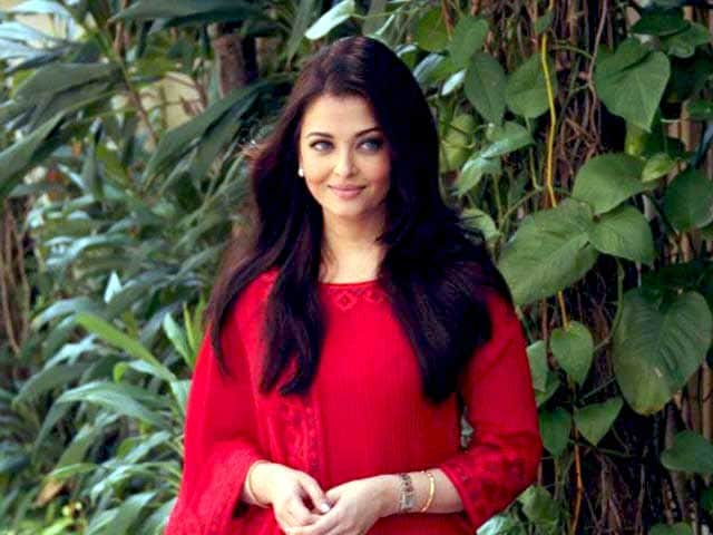 Video : Aishwarya spent her birthday with college friends