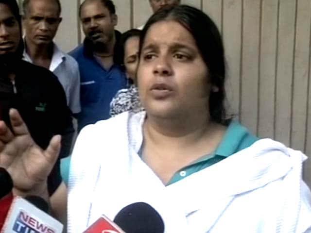 Video : Kolkata: Principal arrested for shooting dead two men in school