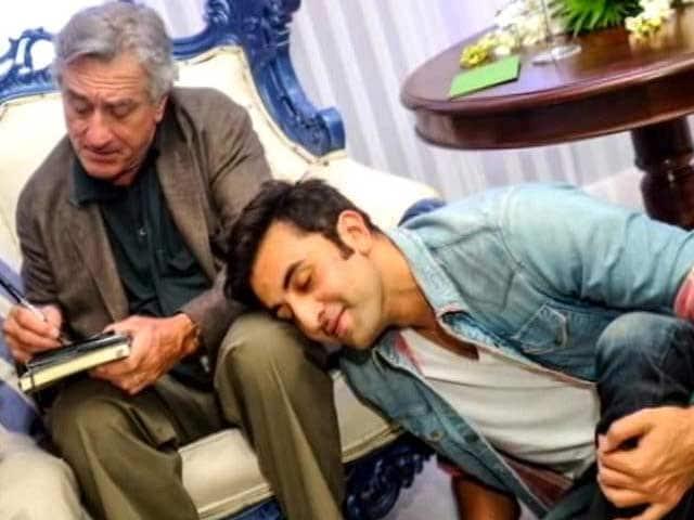 Video : When Ranbir Kapoor kissed Robert De Niro's knee