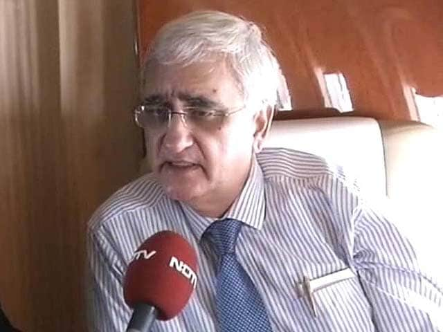 Video : Commonwealth controversy blown out of proportion: Salman Khurshid to NDTV on way to Colombo