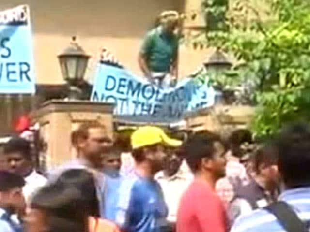 Video : Campa Cola row: Residents vs BMC