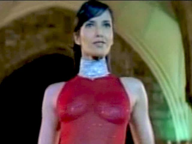 Video : Night Out: Some supermodels don't just fade away (Aired: September 2003)