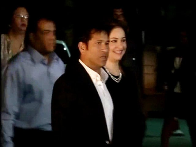 Video : Stars attend Sachin's dinner party