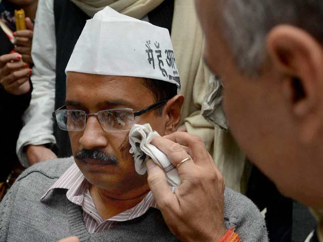 Video : Arvind Kejriwal's press conference interrupted by ink-throwing protester