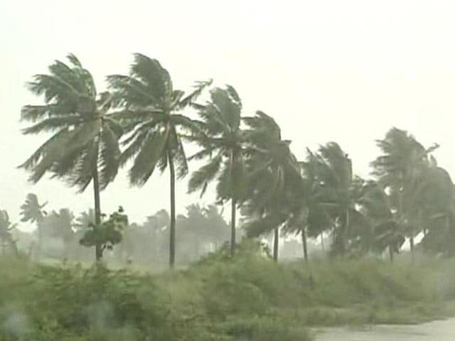 Video : Cyclone Helen brings heavy rain to Andhra Pradesh