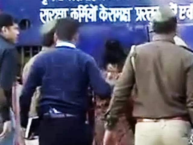Video : जेल में देर रात तक रोते रहे राजेश-नूपुर