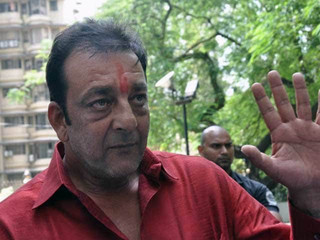Videos : संजय दत्त को एक महीने के पैरोल पर उठे सवाल