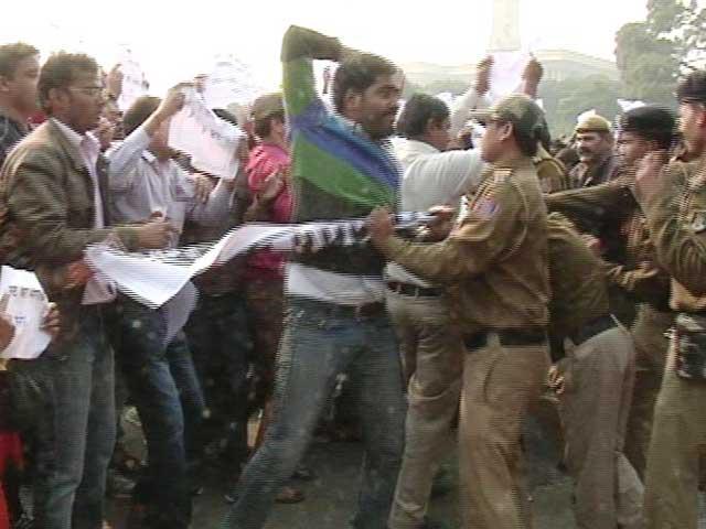 Videos : संसद के बाहर छात्रों का प्रदर्शन