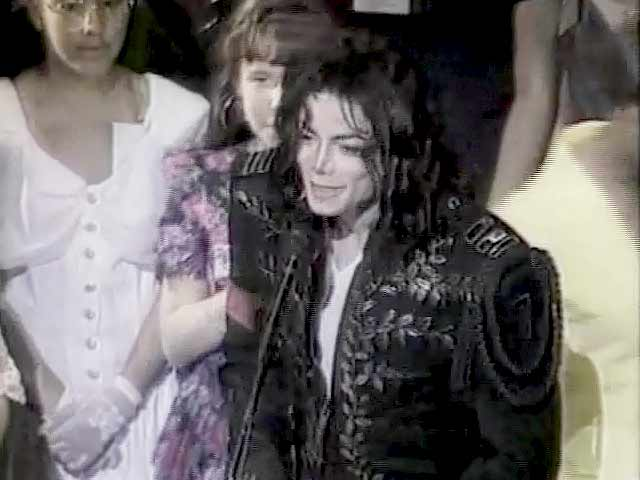 Video : The World This Week: MJ's secret wedding (Aired: August 1994)
