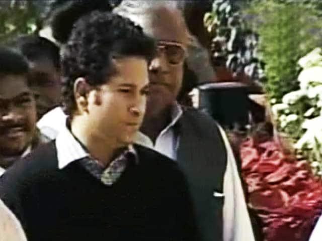 Videos : शहीदों को सचिन तेंदुलकर की श्रद्धांजलि
