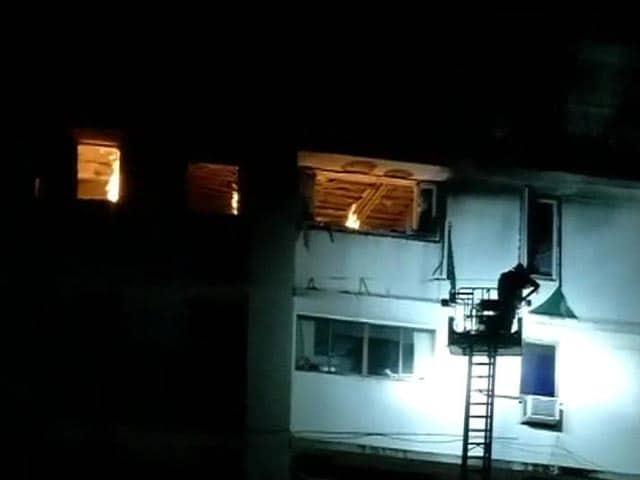 Video : Mumbai: fire in a 26-storey residential building, four firemen injured