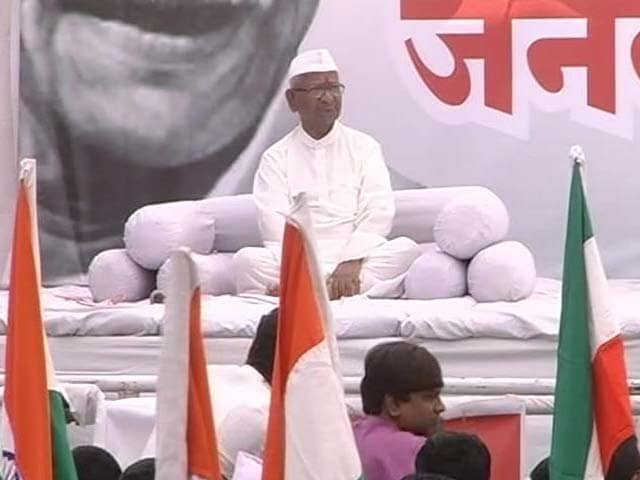 Video : Once again, Anna Hazare and AAP are split wide open