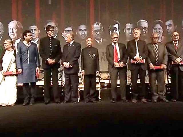 Videos : राष्ट्रपति भवन में 25 भारतीय हस्तियों का सम्मान