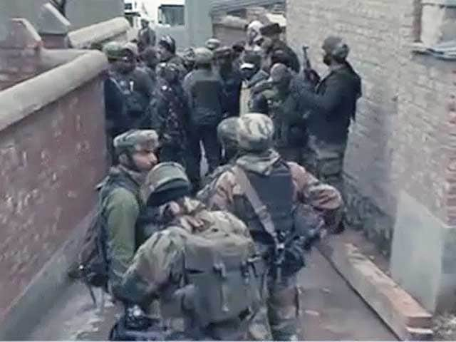 Videos : जम्मू-कश्मीर में मुठभेड़, एक आतंकवादी ढेर