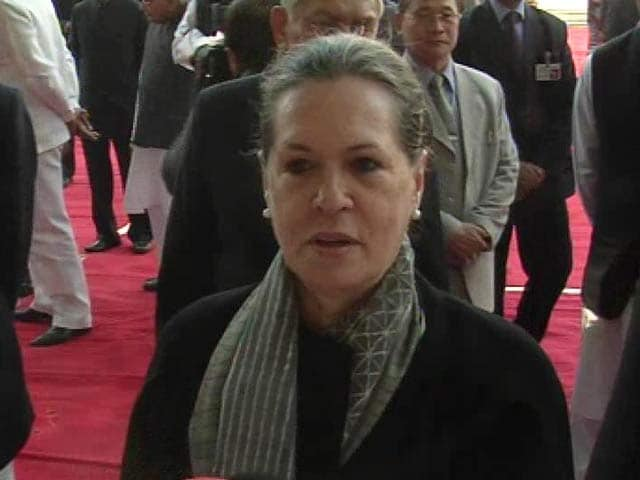 Video : Adarsh issue discussed within party, will be resolved: Sonia Gandhi