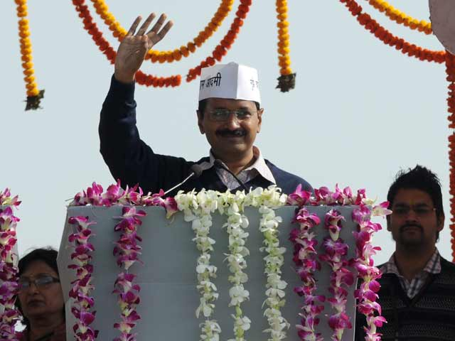 Video : Arvind Kejriwal breaks into Manna Dey song on brotherhood at swearing-in
