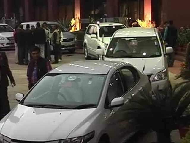 Video : No lal battis or police escorts for cars, decides Kejriwal's new cabinet